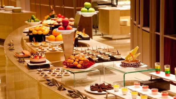 La-Brasserie-Restaurant-Hotel-Nikko-Saigon-1