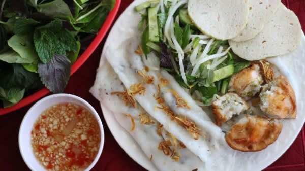 Banh-cuon-Vietnamese-steamed-rice-rolls