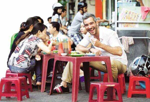 Enjoying-street-food-paradise-1