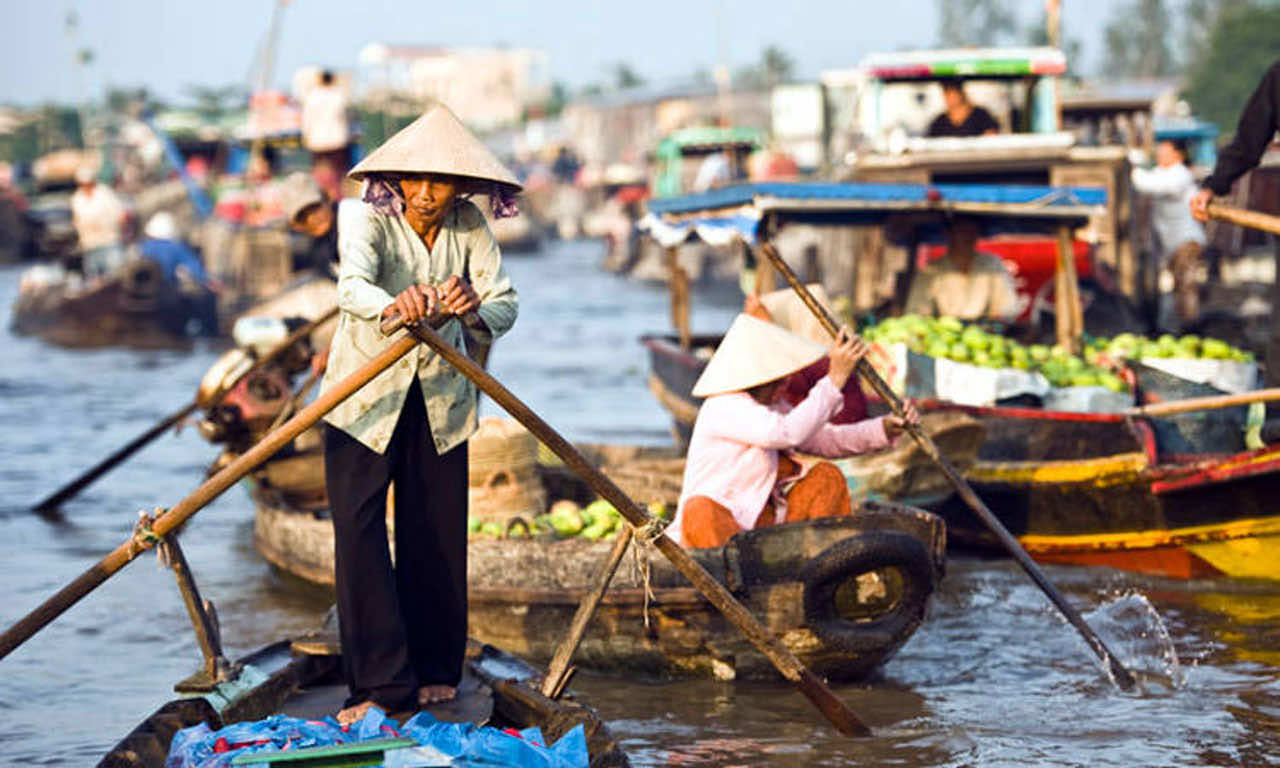 cai-be-floating-market-rowing-boat