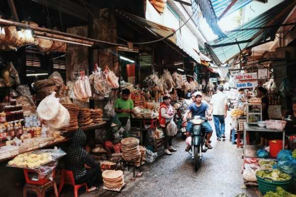 A visit to the most famous markets in Ho Chi Minh City | KIM TRAVEL