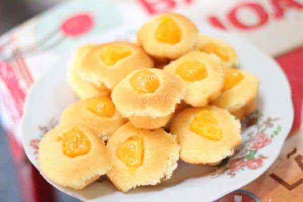 Sponge-cake-with-salted-egg-yolk