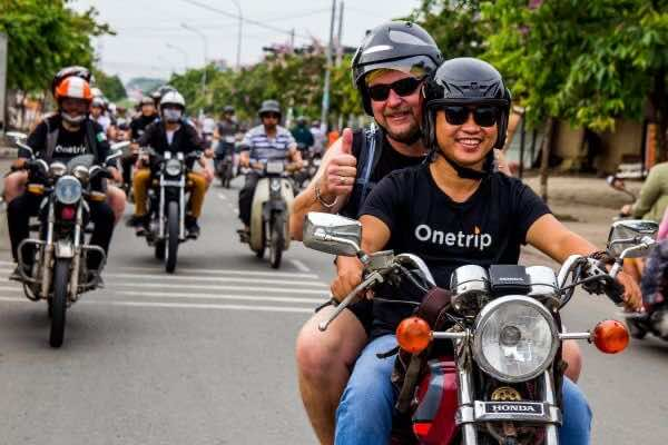 Experiencing-the-city-of-Vietnam-on-two-wheels-1