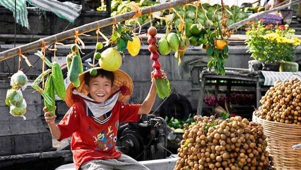 Visiting-the-floating-markets-in-Mekong-Delta-2